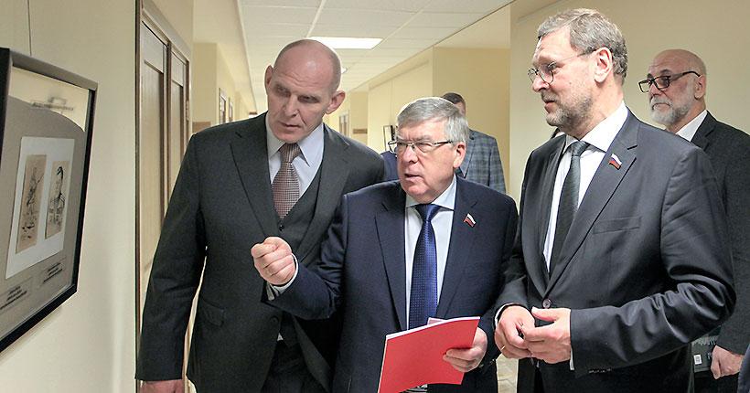 В Совете Федерации открылась выставка новосибирских художников Григория Ликмана и Ивана Титкова