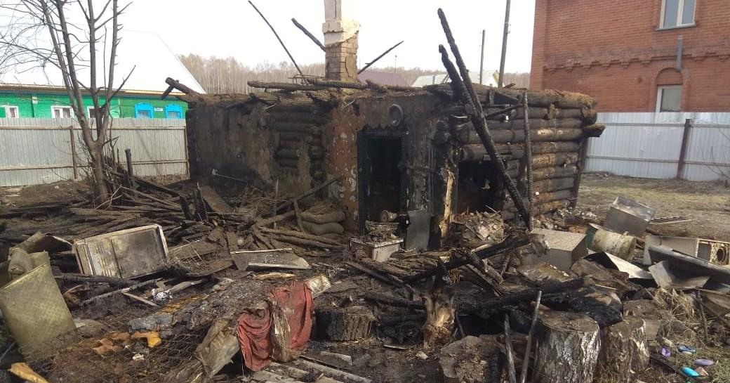 В Новосибирской области во время пожара сосед вынес из огня девятилетнего мальчика