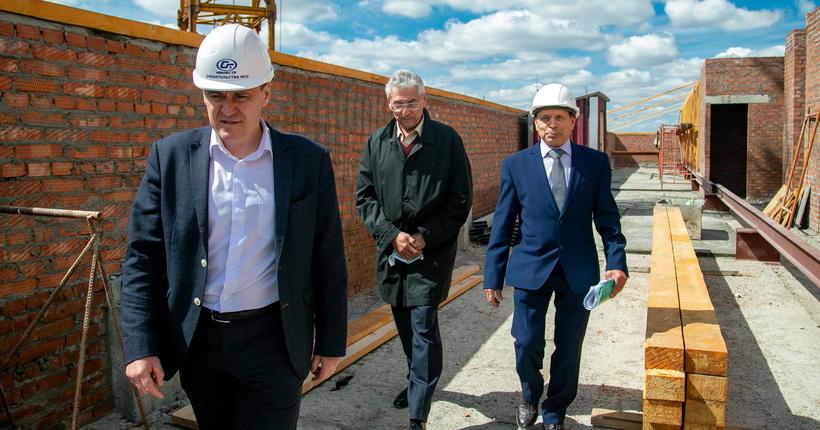 Операционный блок новосибирской больницы №34 обещают ввести в строй на год раньше срока