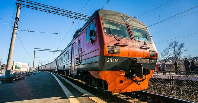 На станции в Новосибирской области пожилая женщина решила не обходить поезд