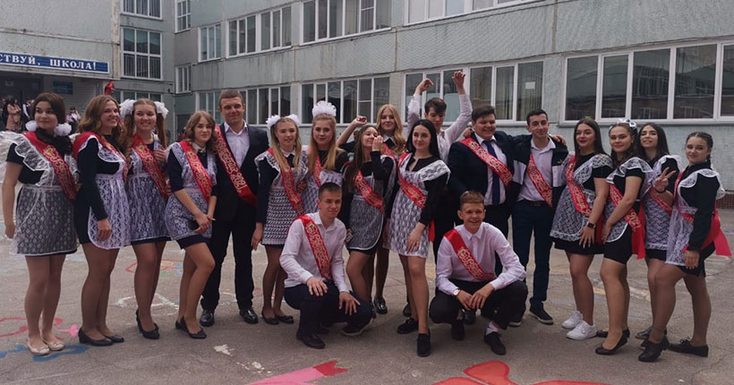 В Новосибирске звенят последние звонки: выпускники прощаются со школами