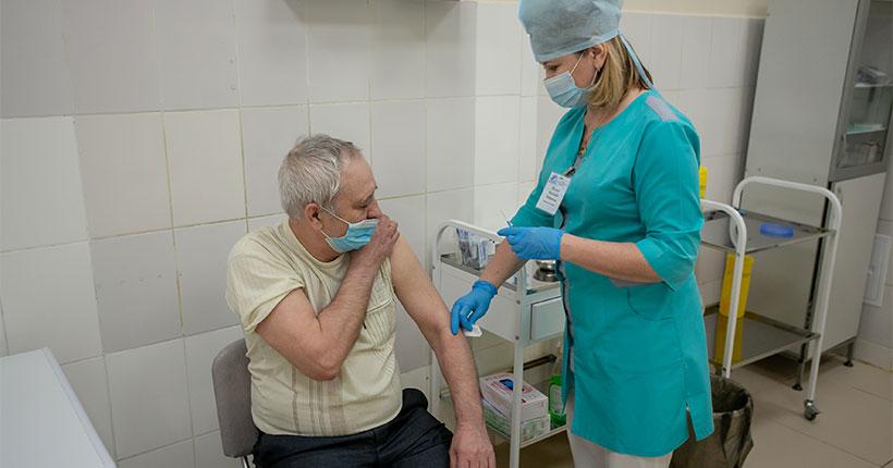 В Новосибирскую область поступила первая партия новой вакцины «КовиВак» против коронавируса