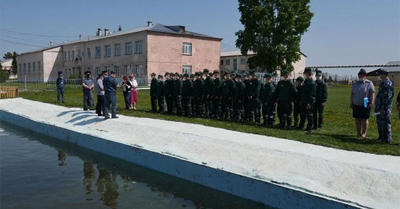 В Новосибирской воспитательной колонии торжественно открыли пруд с живой рыбой