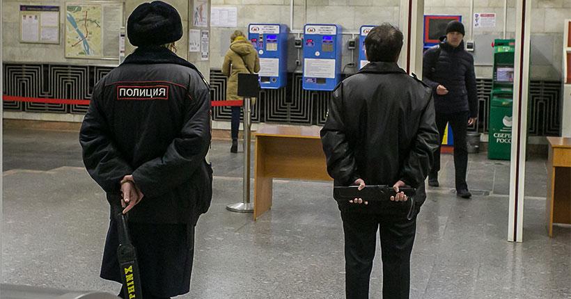 На станцию метро «Октябрьская» в Новосибирске не пускают пассажиров