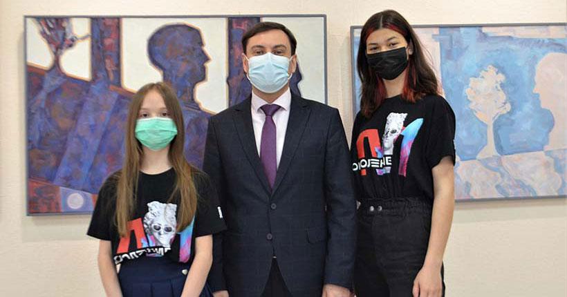 Картины школьниц из Новосибирской области вошли в цифровую экспозицию Третьяковской галереи