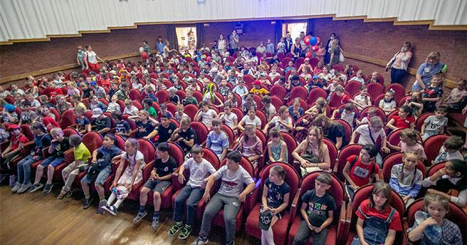 Сколько детей и какого возраста проживают в регионе, рассказали в Новосибирскстате