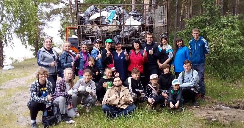 Берег Новосибирского водохранилища в Караканском бору очистили от мусора