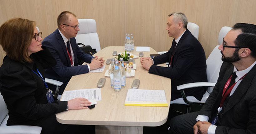 Губернатор Новосибирской области и президент «Балтики» обсудили регулирование пивоваренной отрасли в рамках ПМЭФ