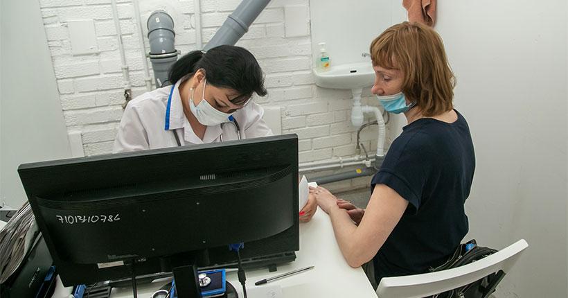 Круглосуточный пункт вакцинации против коронавируса открылся в Новосибирске