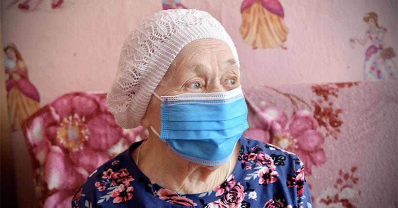 В Новосибирске привилась от коронавируса 102-летняя пенсионерка