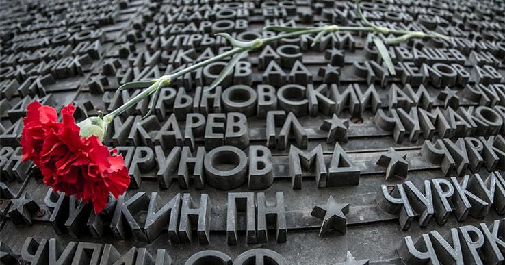 Депутаты заксобрания Новосибирской области почтили память погибших в Великой Отечественной войне