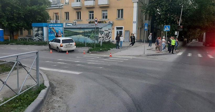 В Новосибирске автомобиль сбил мальчика на самокате