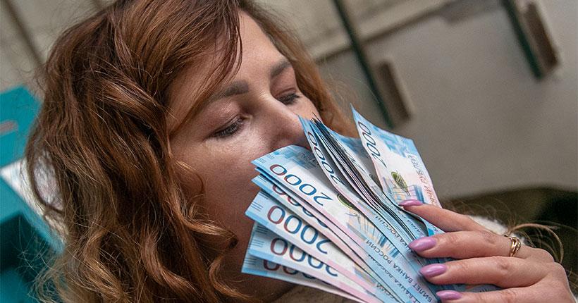 Жители Новосибирской области оказались на седьмом месте в СФО по зарплате