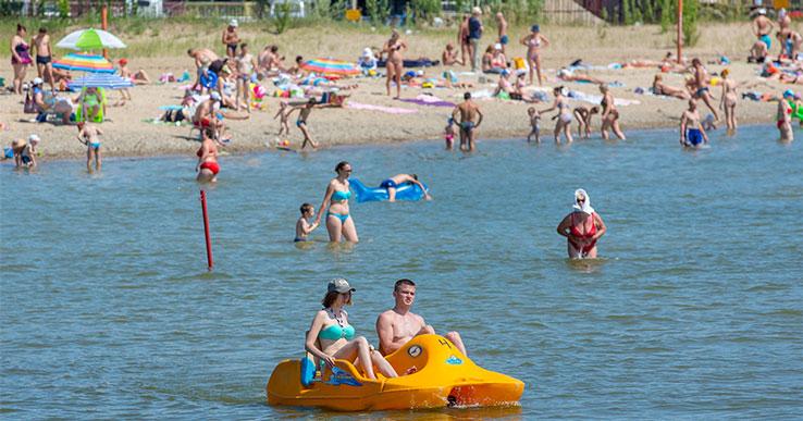На пляжах Обского моря, закрытых из-за коммунальной аварии под Новосибирском, разрешили купаться