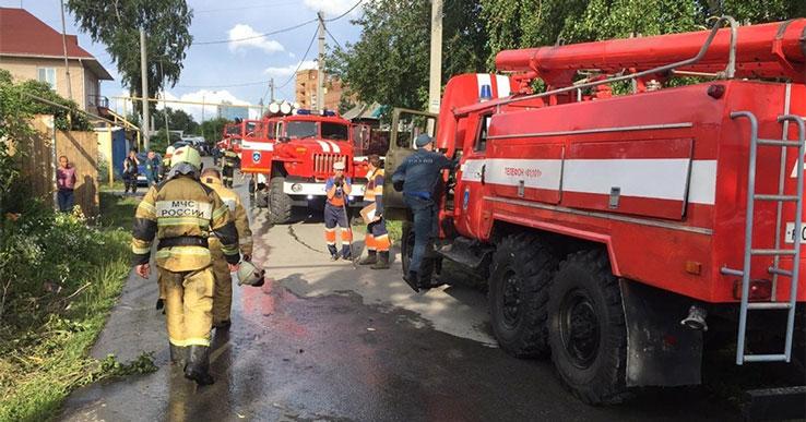 Крупнейший пожар в Новосибирске едва не перекинулся на магистральный газопровод