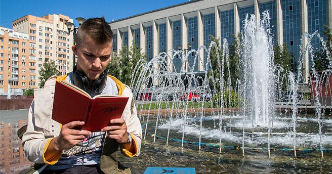 Библиотека «У фонтана» пригласила новосибирцев на концерт, спектакль и обмен книгами