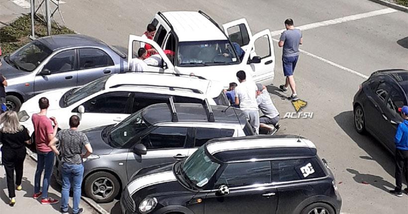 Водитель, потерявший сознание за рулём, совершил ДТП в центре Новосибирска