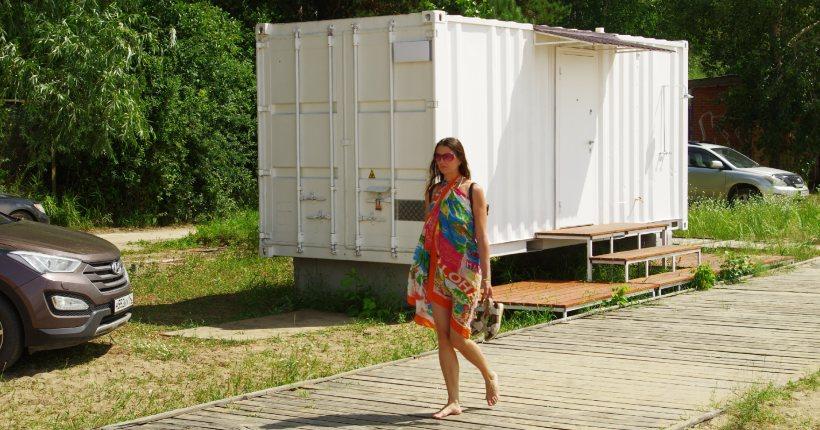 В Новосибирске на центральном пляже Академгородка установили санузел с туалетами и душем