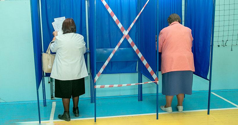 Роспотребнадзор запретил на избирательных участках рукопожатия и другие физические контакты