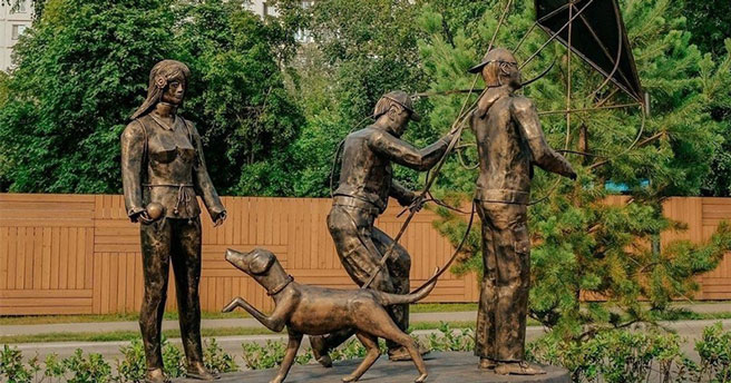 В Новосибирске могут снести скандально известные скульптуры с «Аллеи друзей»