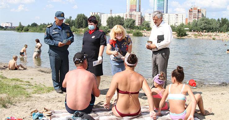 На самом опасном водоёме Новосибирска ежедневно купаются сотни людей