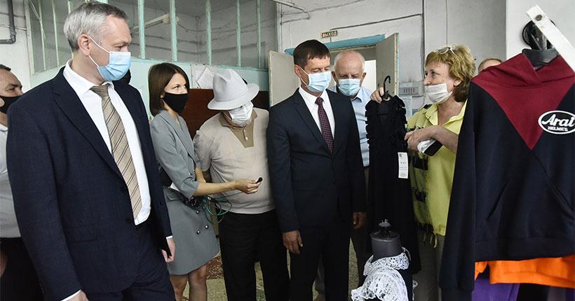 Новосибирское предприятие шьёт школьную одежду для всей России и торгует на площадке Ozon