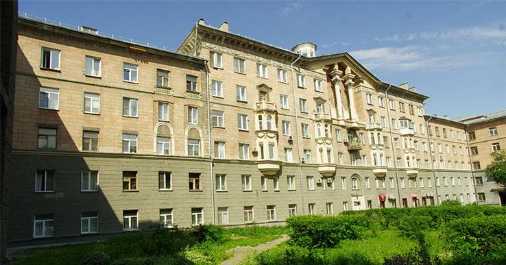 В Новосибирске обновят фасад уникального дома переменной этажности