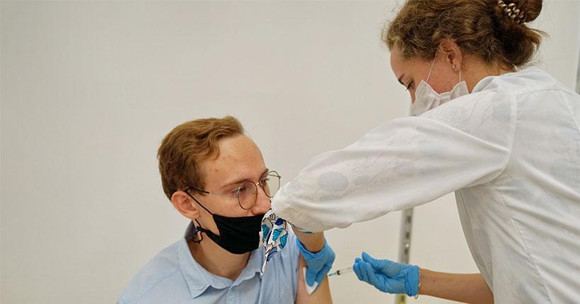 Новая партия вакцины против коронавируса поступила в Новосибирскую область