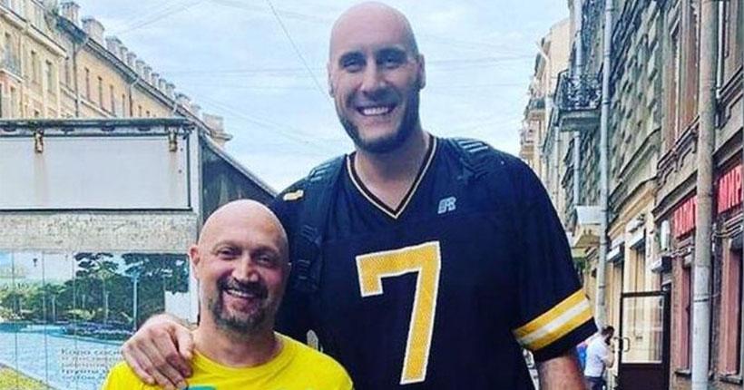 Самый высокий баскетболист из Новосибирска снялся в сериале с Гошей Куценко